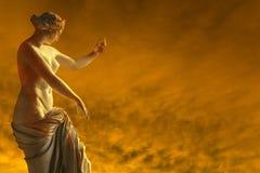 女性火雕塑 免版税库存照片