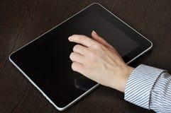 女性现有量个人计算机屏幕片剂涉及 免版税库存图片