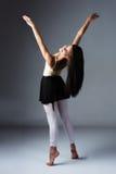 女性现代舞蹈家 免版税库存照片
