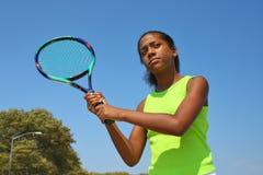 女性球员少年网球 免版税库存照片