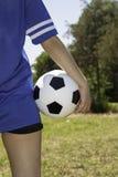 女性球员足球 免版税图库摄影