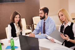 女性申请人照片在工作面试中的 免版税库存图片
