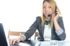 年轻女性电话中心操作员 免版税库存图片