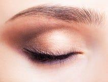 女性眼睛区域和眉头有天构成的 库存图片