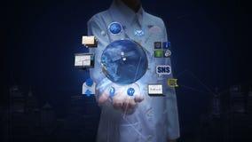 女性研究员,工程师开放棕榈,转动的地球,扩展社交网路服务 人造卫星,通信 向量例证
