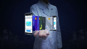 女性研究员,工程师,医生开放棕榈,在智能手机,机动性,流动付款的概念的精选的信用卡 向量例证