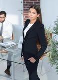 女性经理在工作场所 库存照片