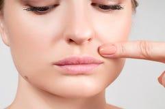 女性美丽的自然嘴唇 免版税库存照片