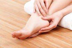 女性脚和手 免版税库存照片