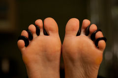 女性脚按摩在温泉沙龙的 健康生活方式和放松概念 免版税图库摄影