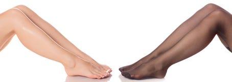 女性腿在长袜kapron裤袜和没有秀丽医学 库存图片