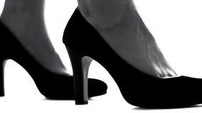 女性腿特写镜头在高跟鞋的,女权主义概念,妇女的权利 免版税库存图片