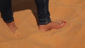 女性舞蹈家在沙漠 影视素材