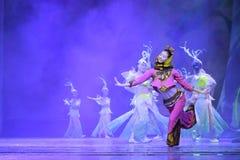 女性舞蹈家跳minnan魅力 库存照片