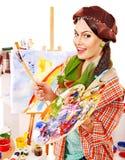 女性艺术家在工作。 免版税图库摄影