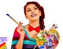女性艺术家在工作 免版税库存照片