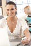 女性营业所工作者特写镜头画象  免版税库存照片