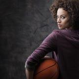 女性蓝球运动员 库存图片