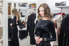 女性衣物商店画象  免版税库存图片