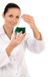 女性试验室工怍人员 免版税库存照片