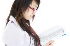 女性读取学员 免版税图库摄影