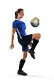 女性足球运动员弹跳球 库存图片
