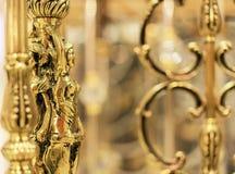 女性金黄小雕象,内部装饰项目  免版税图库摄影