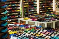 女性鞋子在服装商店 免版税库存照片