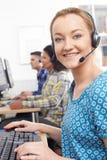 女性顾客服务代理在电话中心 库存图片