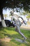 女性马拉松运动员雕象 库存照片
