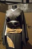 女性黑和服 免版税图库摄影