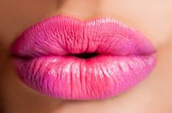 女性嘴唇粉红色 免版税图库摄影