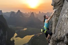 女性登山人在中国 库存图片