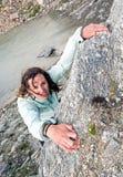 女性登山人 免版税库存照片