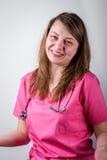 年轻女性医生微笑的肖象 免版税库存图片