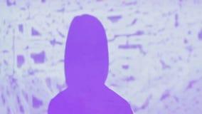 女性dj遮蔽和对墙壁的照明作用,在夜总会的表现 影视素材
