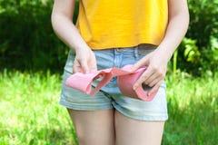 女性stomachache,由于毒食物 免版税库存照片