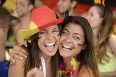 女朋友体育足球迷庆祝。 库存照片