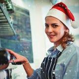女服务员画象的综合图象使用咖啡壶的在自助食堂在圣诞节期间 库存图片