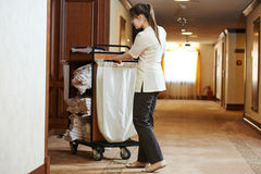 女服务生在旅馆 库存照片