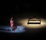 女权主义现代芭蕾:中华的金莲花 免版税库存图片