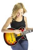 女歌手有电吉他的歌曲作者音乐家 免版税库存照片