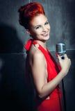 女歌手红色礼服 图库摄影