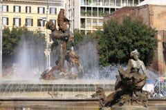 女游泳家喷泉在罗马 图库摄影