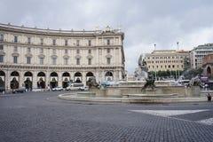 女游泳家的喷泉在广场della Repubblica的在罗马 库存照片