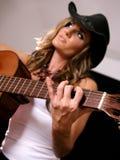 女牛仔吉他 免版税库存照片
