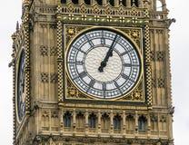 女王伊丽莎白塔在议会议院的大本钟伦敦  免版税图库摄影