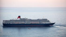 女王伊丽莎白远洋班轮在雅尔塔,乌克兰 免版税库存照片