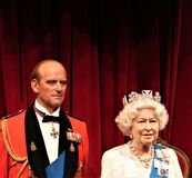 女王伊丽莎白,伦敦,英国- 2017年3月20日:英女王伊丽莎白二世&菲利普王子在博物馆,伦敦的画象形象 免版税库存照片