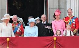 女王伊丽莎白&皇家,白金汉宫,伦敦2017年6月-进军颜色王子乔治威廉,掠夺,凯特&炭灰 免版税图库摄影